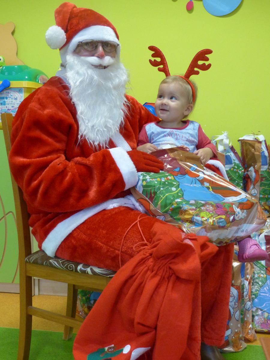 Przeglądasz zdjęcia z artykułu: Św. Mikołaj i Wesołe Skrzaty