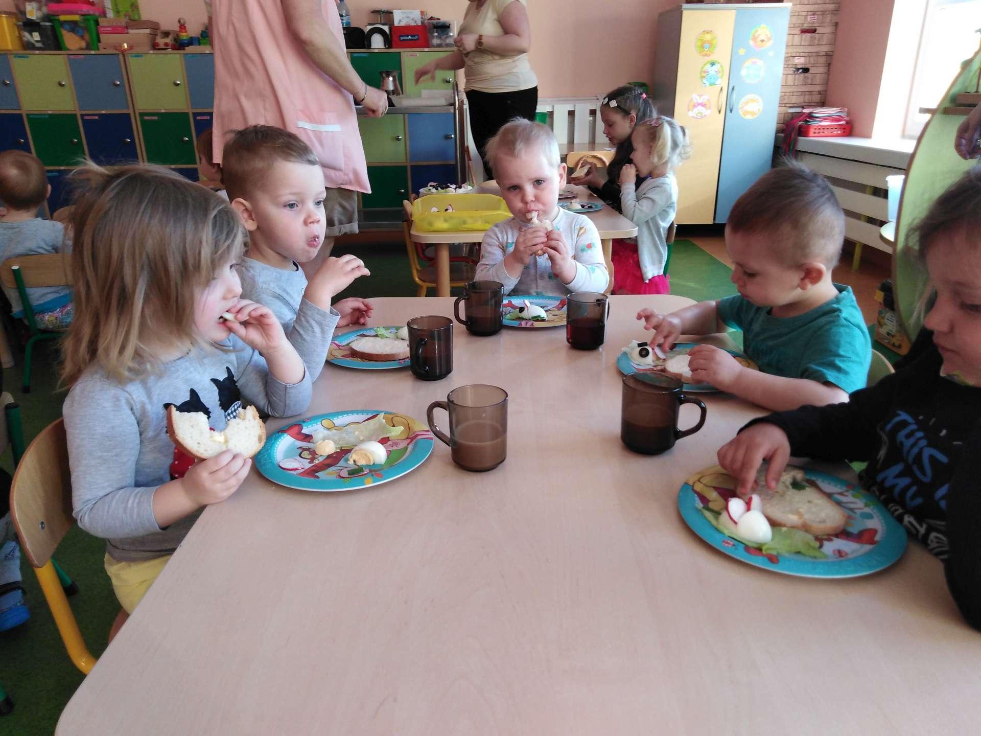 Przeglądasz zdjęcia z artykułu: Śniadanie z myszką