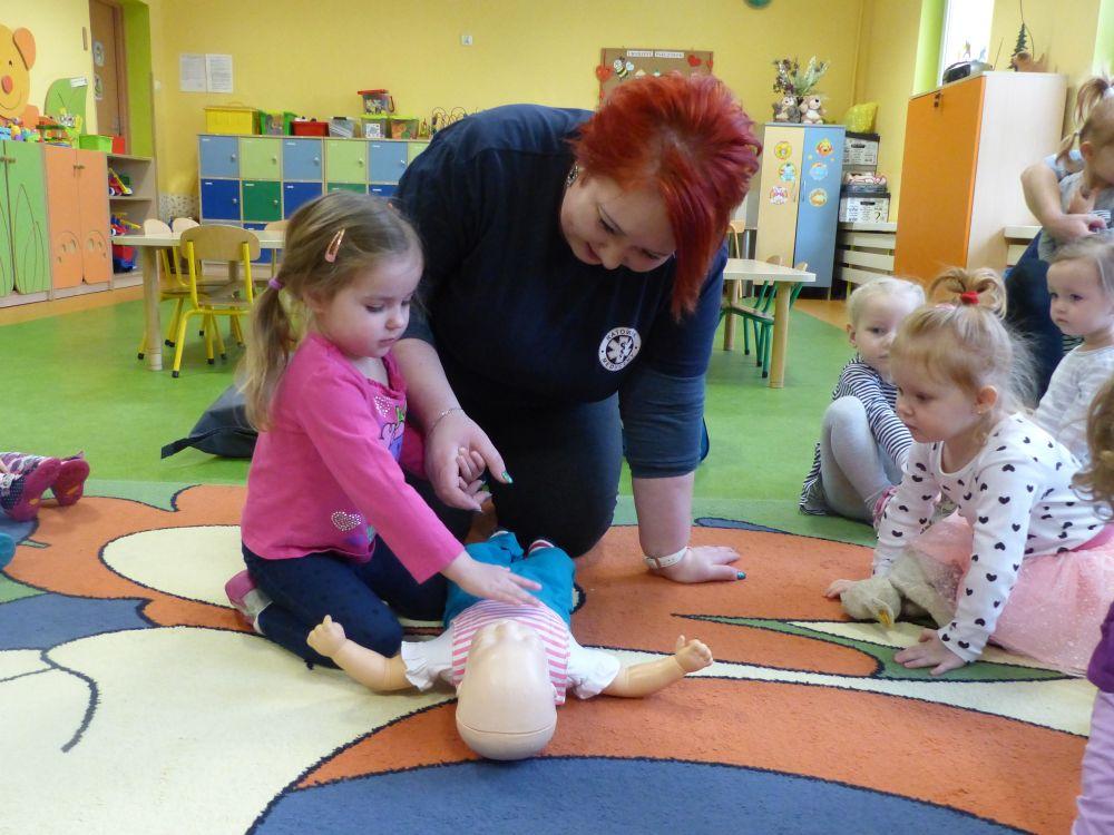 Przeglądasz zdjęcia z artykułu: Pierwsza pomoc wśród dzieci