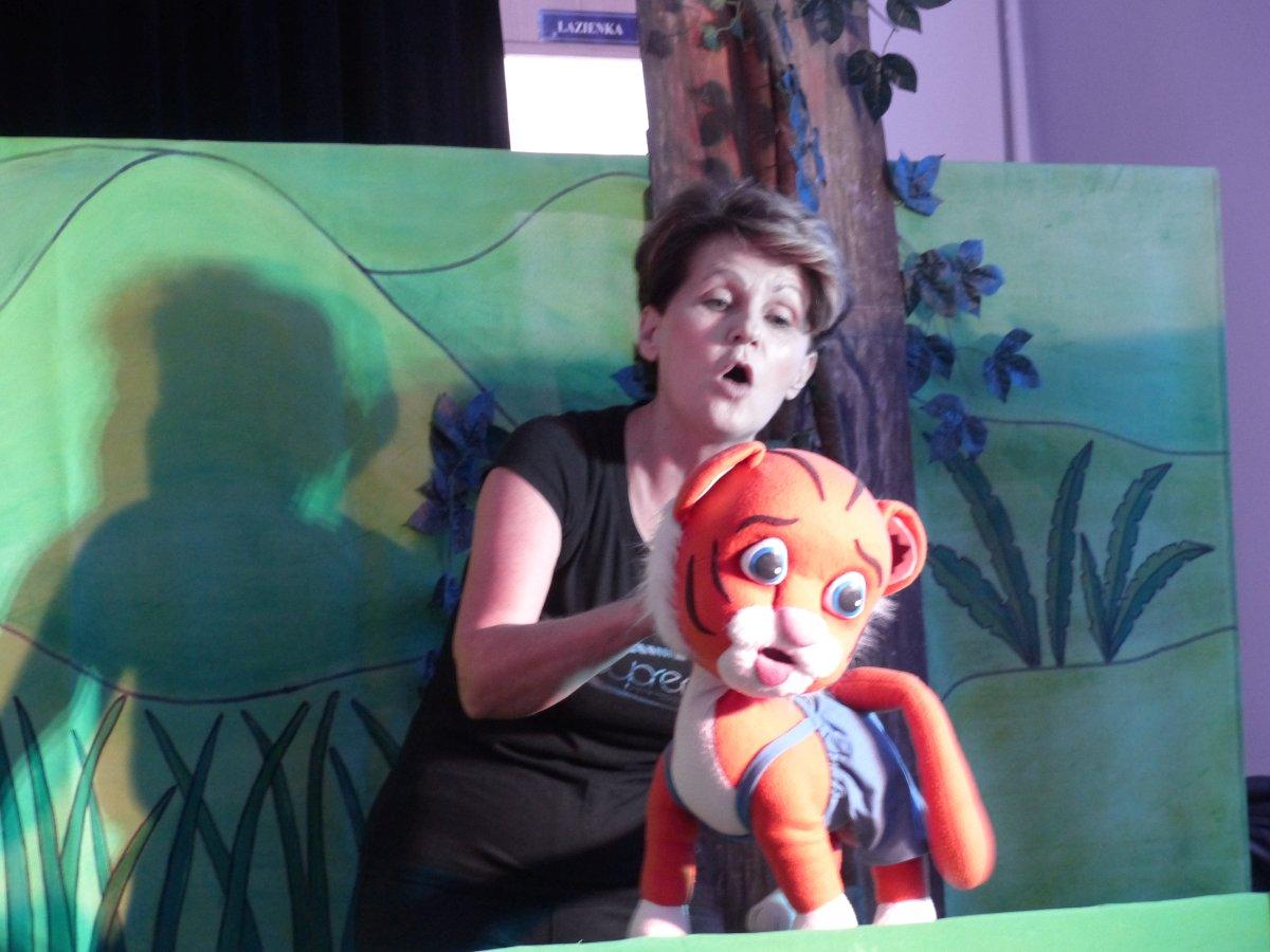 Przeglądasz zdjęcia z artykułu: Występ Teatru Humoru- Tygrys Pietrek